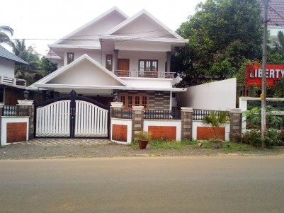 13 Cent with 2900 sqft 4 BHK Main Road Frontage House for sale at Cherppunkal, Pala, Kottayam