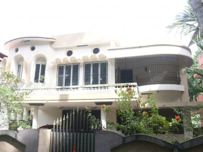 14 Cents with 5 BHK 3500 sqft House for sale at Makkamkunnu, Pathanamthitta