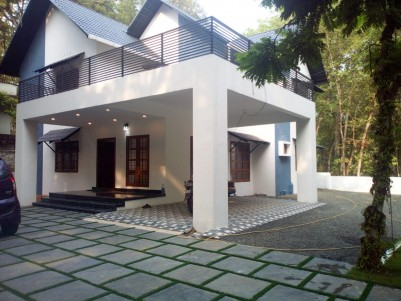 4 BHK 2650 sqft House in 15.5 Cents for sale at Pala, Kottayam