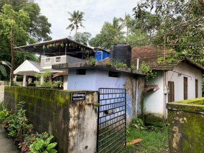 5.48 Cents Residential plot with old house for sale at Vytilla, Ernakulam