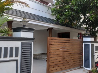 4 BHK 2400 SqFt House in 7 Cents for sale at Vyttila, Ernakulam