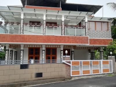5 BHK 3600 sqft House in 7 Cents for sale at Kizhakkambalam, Kochi