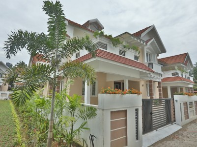 Gated Colony Villa For Sale at Nettoor, Ernakulam